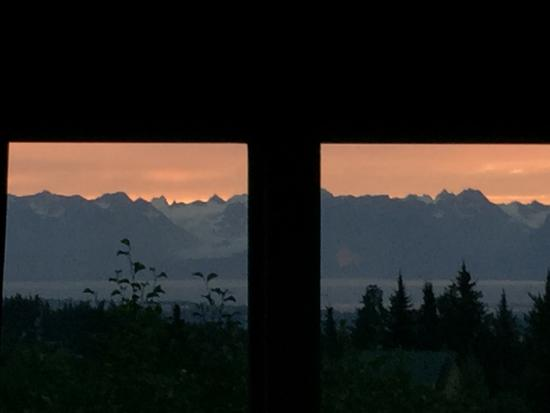 Alaska Adventure Cabins: Wake up photo from bed!