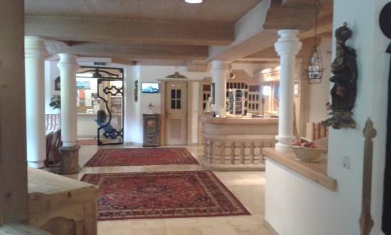 Alpenhotel Fernau: Reception area