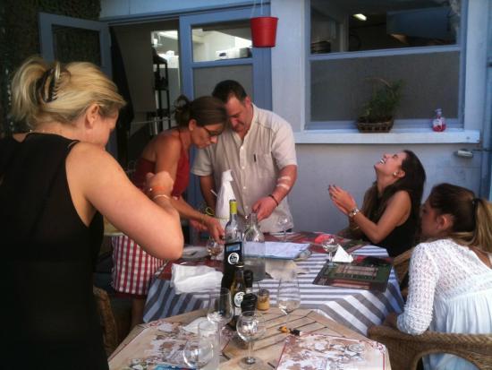 Sache, Fransa: moment convivial en cuisine