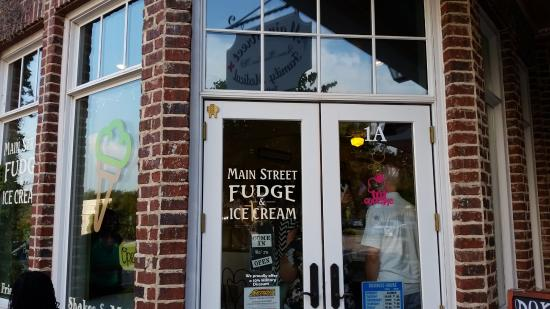 ‪Main Street Fudge and Ice Cream Shop‬