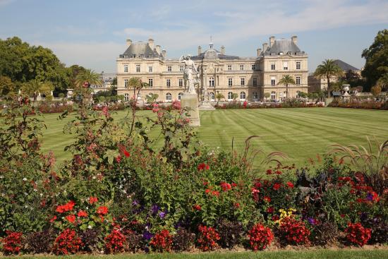 Paris jardin du luxembourg statue d 39 un couple avec for Jardin du luxembourg hours