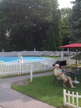Claddagh Motel & Suites: Heated Pool