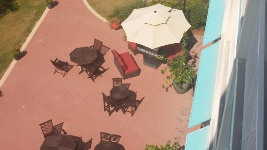 Carillon Beach Resort Inn: Hotel BBQ Grill & Lounge area