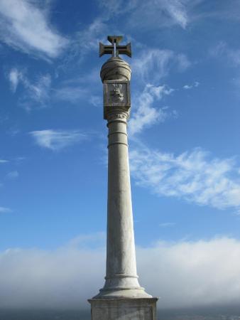 Monte Brasil: Памятная колонна в честь Первооткрывателей
