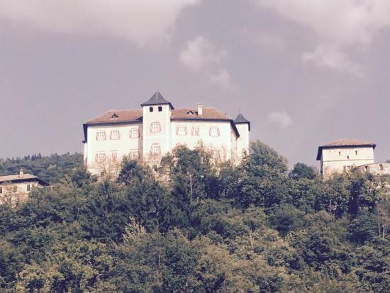 Ton, Italie : Il castello