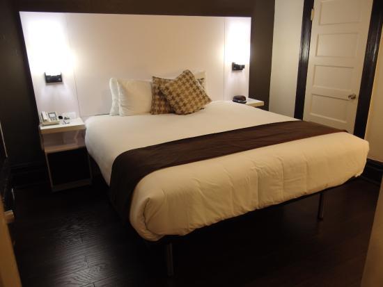 Adante Hotel : ベッドが高い位置に