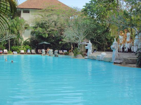Hotel Kumala Pantai: Part of the main pool
