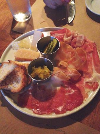 Carmelo's Restaurant: Meat & cheese appetizer