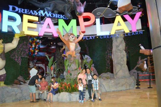 DreamPlay wd my kids and Hubby - Picture of DreamPlay by