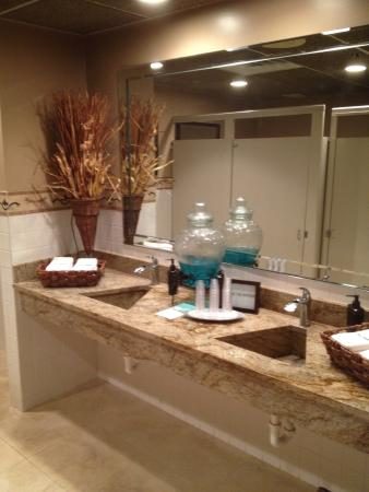Cibao Grille: The attention to detail in the restroom does not go unnoticed