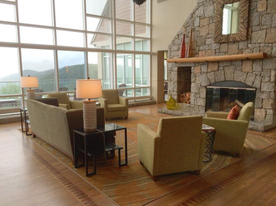 Dawsonville, GA: Lobby at the Lodge