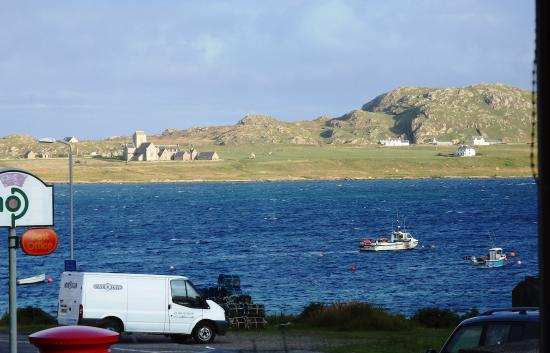 Seaview Bed & Breakfast: View of Iona from Breakfast Room