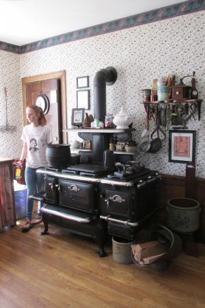 Lizzie Borden House: Kitchen - the original stove