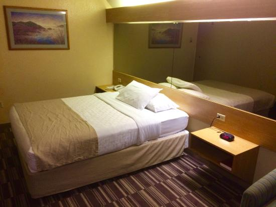 Microtel Inn & Suites by Wyndham Anchorage Airport: The bed