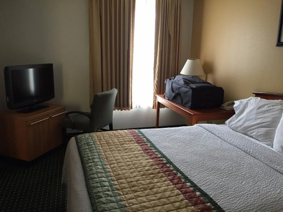 TownePlace Suites East Lansing: King Size Bedroom in Suite