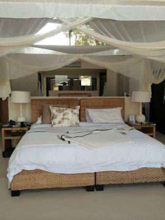 Lion Sands River Lodge: The bed was so comfy and I am picky!