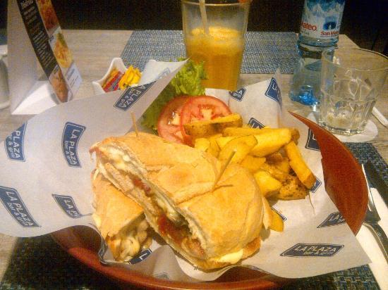 Casa Andina Select Miraflores: Disfrutando de la buena comida....