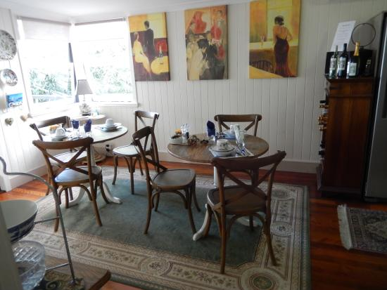 Fern Cottage B&B: Lovely breakfast room with character.