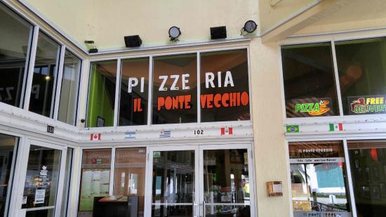 "IL Ponte Vecchio Pizzeria: ""Entrance"""