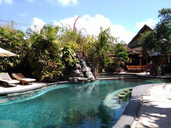 Hotel Puri Cendana: Swimming pool at Puri Cendana hotel