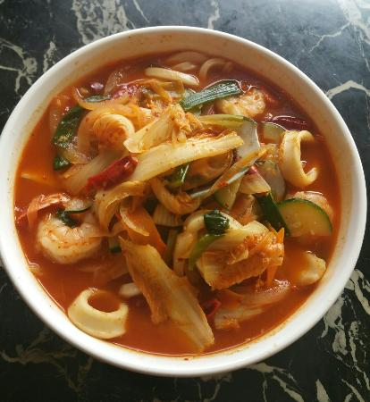 Seong's Sushi Bar & Chinese : Korean style Spicy seafood soup(짬봉)