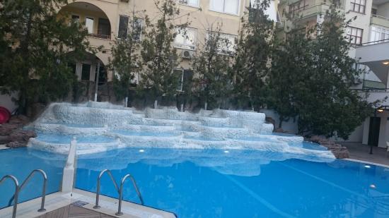 Boulevard Hotel: Poolen med små bassiner at sole sig i