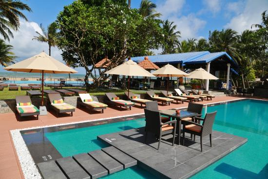 Swimming pools are really nice picture of camelot beach hotel negombo tripadvisor for Nice hotels with swimming pool