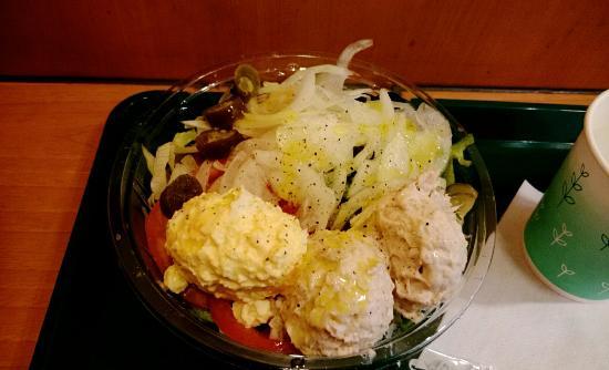 Subway : パン抜きサラダ! ツナに、タマゴをトッピング♪