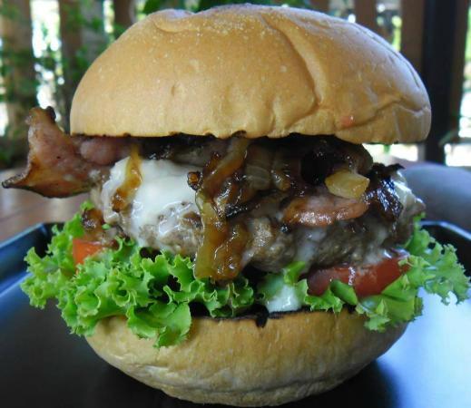 Green Tamarind Kitchen : bacon blue cheese burger