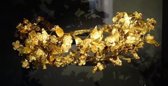 พิพิธภัณฑ์และสุสานเวอร์จินา: couronne en or