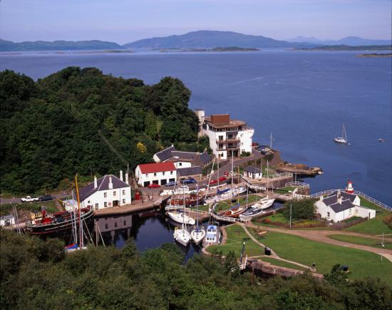 Crinan Hotel : Scarba and Jura from Crinan