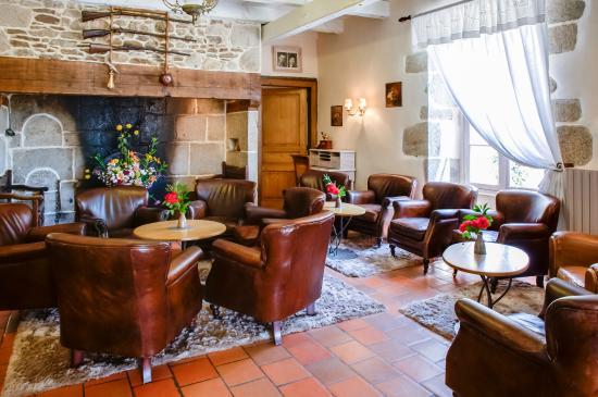 """Les Maisons de Concasty: le salon où l'on """"papaute"""", près de la cheminée"""
