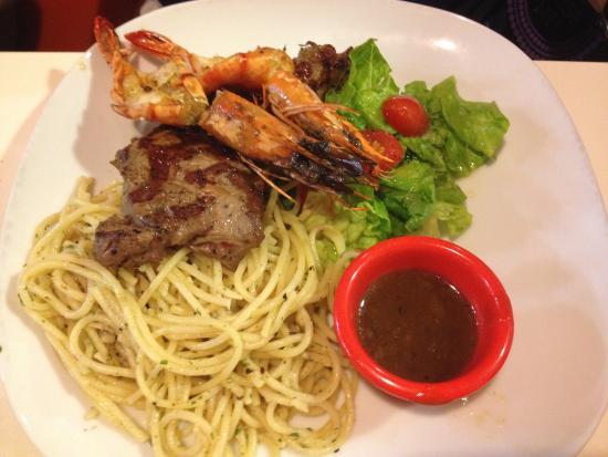 Hot Tomato Express: Steak and prawn