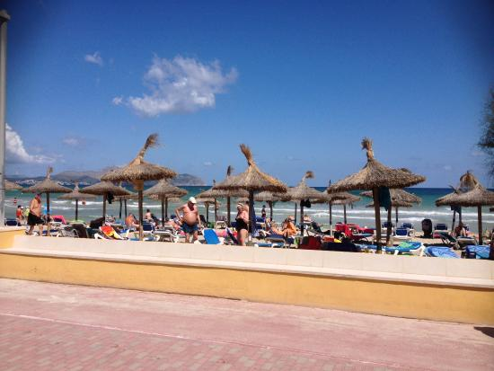 Grupotel Picafort Beach: View from the beach bar