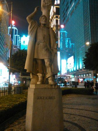 Jorge Alvares Monument: Estatua del primero colonizador portugues en china