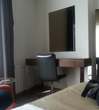 Istanbul Dora Hotel: Desk view