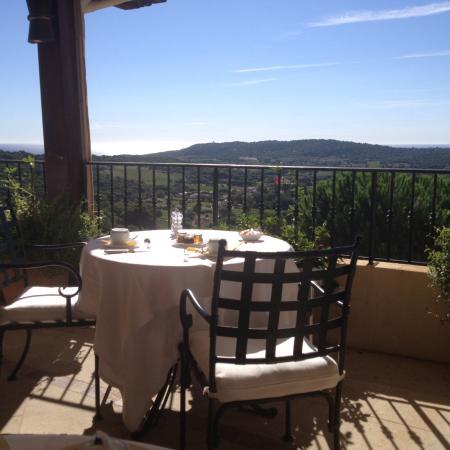 Hostellerie Le Baou : Blick vom Frühstücksraum/Restaurant