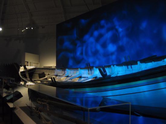 Toitū Otago Settlers Museum: Waka