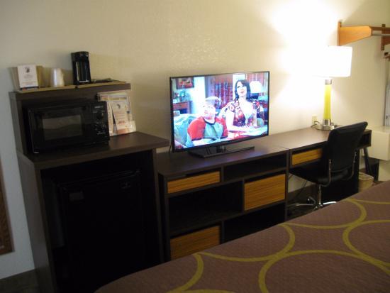 Super 8 Appomattox VA : TV view