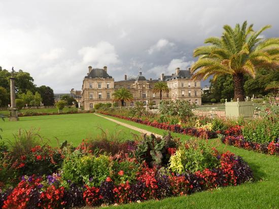 Statua della libertà ai giardini di lussemburgo foto di giardini