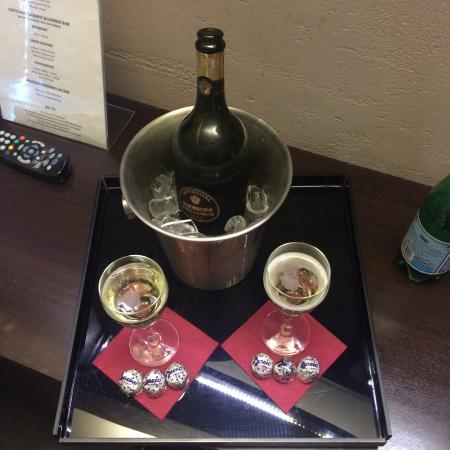Dharma Hotel & Luxury Suites: Romantik Paket
