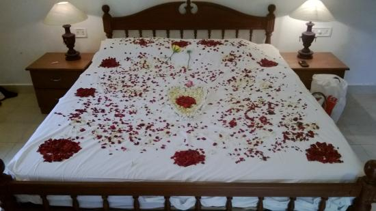 Chithirapuram Palace  Flower bed decoration  part of honeymoon package. Flower bed decoration  part of honeymoon package    Picture of