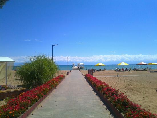 Raduga Resort Center: Lake Issyk Kul and the beach