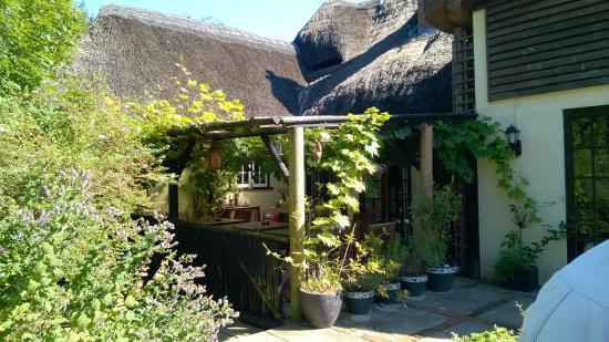 The Crown Inn Alvediston: Nice garden area