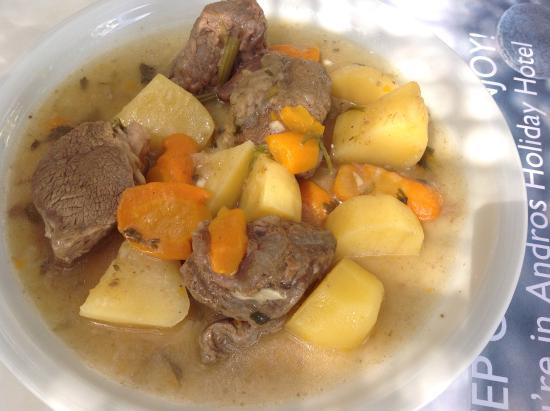 Andros Holiday Hotel: Beef with potatoes and lemon