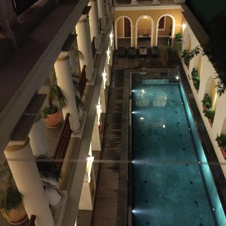 Palais de Mahe: The pool.