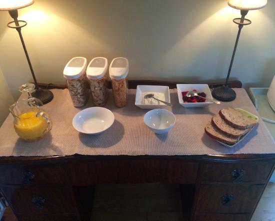 Auchenhowe Cottage: Breakfast spread (even when I was the only guest!)
