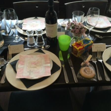 Nicola's Ristorante: Tables