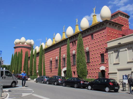 Museo Dali Figueres.Ook De Buitenkant Is Bijzonder Foto Van Dali Theatre Museum