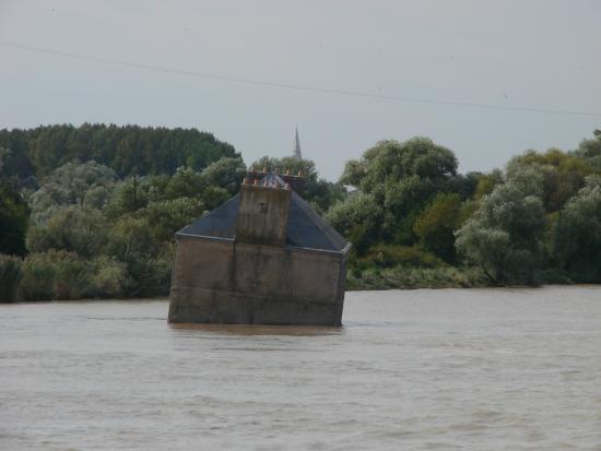 La Loire : House in river